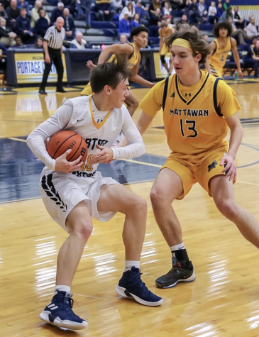 Men's and Women's varsity basketball teams lead a successful season thusfar